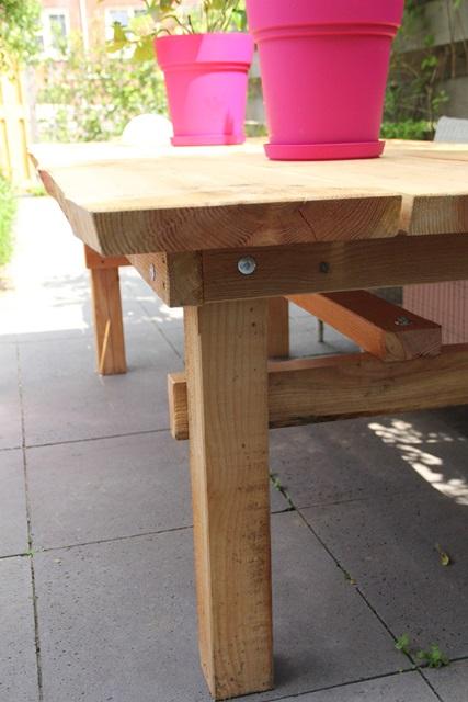 Deze stoere tafel is gemaakt van duurzaam inlands hout. Larix en Douglas hebben een prachtige tekening en een mooie warme kleur. Zoveel meer dan steigerhout!