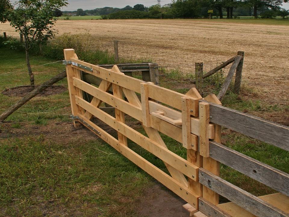 Hekwerk Hout Tuin : Eik en ijzerhouten hekwerken en landhekken van inlands hout eik
